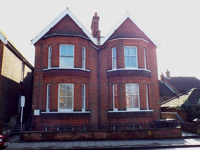 £1,150 per Calendar Month, 1 Bedroom Flat To Rent in Barnet, EN5