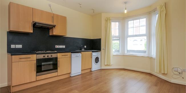 £675 per Calendar Month, 1 Bedroom Flat To Rent in Salisbury, SP1