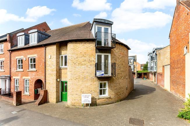 £1,200 per Calendar Month, 3 Bedroom Semi Detached House To Rent in Salisbury, SP1