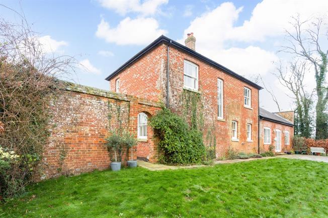 £1,900 per Calendar Month, 5 Bedroom House To Rent in Salisbury, SP5