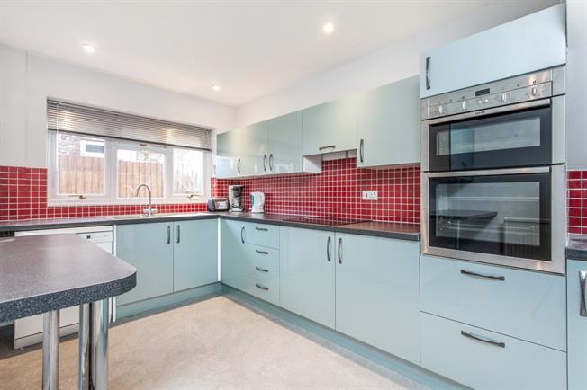 £1,500 per Calendar Month, 4 Bedroom Bungalow To Rent in Gomeldon, SP4