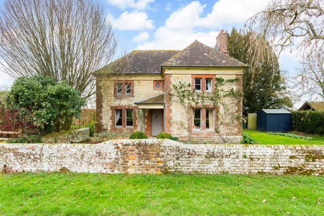 £1,500 per Calendar Month, 3 Bedroom Cottage House To Rent in Blandford Forum, DT11