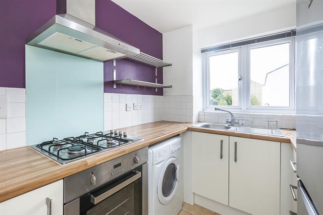 £1,250 per Calendar Month, 1 Bedroom Flat To Rent in London, SE10