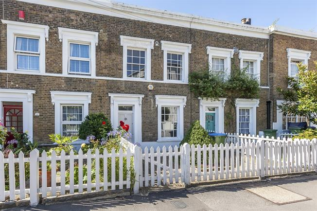 £2,100 per Calendar Month, 3 Bedroom Terraced House To Rent in London, SE10