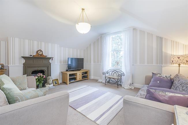 £2,000 per Calendar Month, 2 Bedroom Flat To Rent in London, SE13