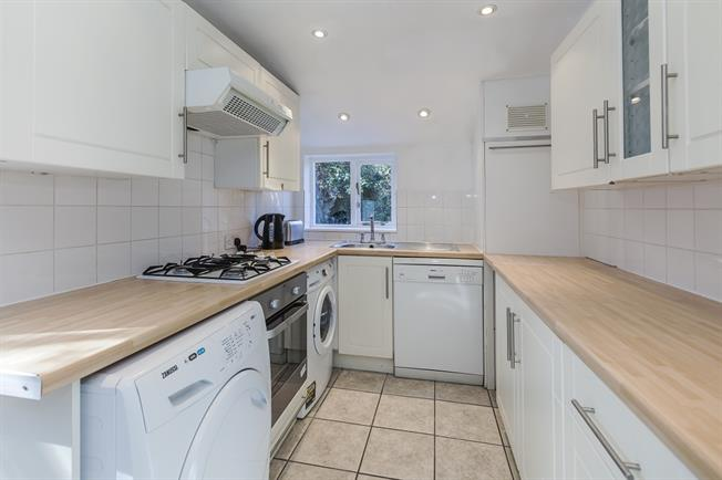 £1,650 per Calendar Month, 2 Bedroom End of Terrace House To Rent in London, SE10
