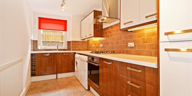 £2,000 per Calendar Month, 3 Bedroom Flat To Rent in London, SE3