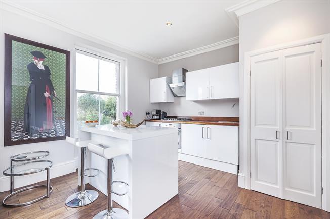 £1,350 per Calendar Month, 1 Bedroom Flat To Rent in London, SE3
