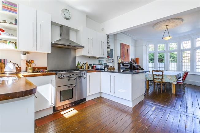 £2,995 per Calendar Month, 6 Bedroom Terraced House To Rent in London, SE13
