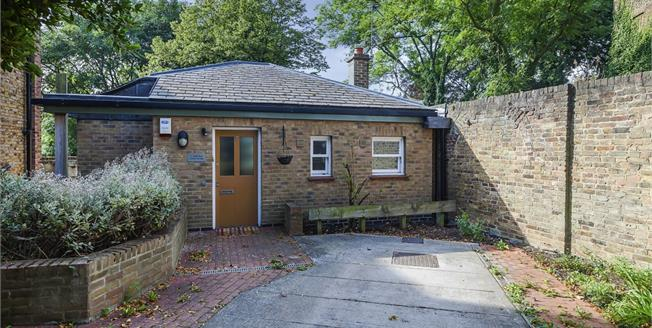 £1,750 per Calendar Month, 2 Bedroom Detached House To Rent in London, SE3