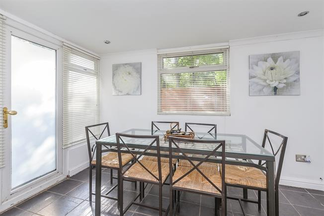 £1,250 per Calendar Month, 1 Bedroom Bungalow To Rent in London, SE3