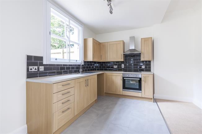 £1,300 per Calendar Month, 1 Bedroom Flat To Rent in London, SE3