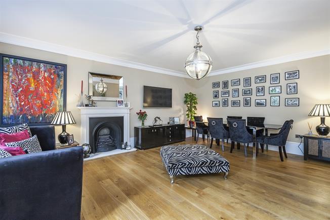 £1,950 per Calendar Month, 2 Bedroom Maisonette To Rent in London, SE3