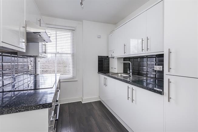 £1,200 per Calendar Month, 1 Bedroom Flat To Rent in London, SE12