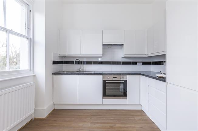 £1,625 per Calendar Month, 3 Bedroom Flat To Rent in London, SE12