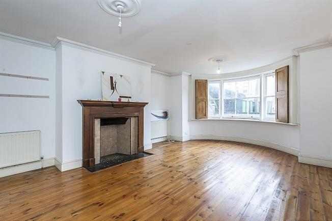 £1,650 per Calendar Month, 2 Bedroom Flat To Rent in London, SE3