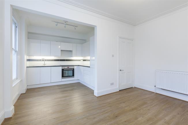 £1,500 per Calendar Month, 2 Bedroom Flat To Rent in London, SE12