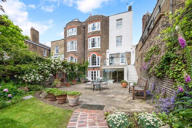 £9,000 per Calendar Month, 6 Bedroom House To Rent in London, SE3