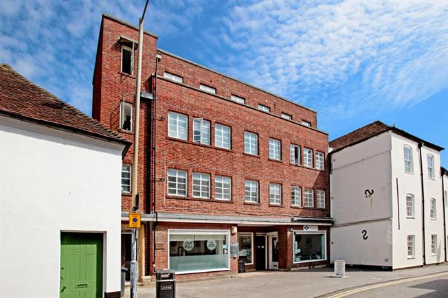 £2,810 per Calendar Month, 4 Bedroom Flat To Rent in Newbury, Berkshire, RG14