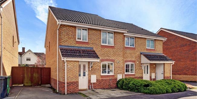 £1,200 per Calendar Month, 2 Bedroom Semi Detached House To Rent in Newbury, RG14
