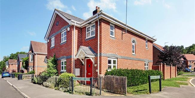 £1,225 per Calendar Month, 3 Bedroom House To Rent in Hermitage, RG18