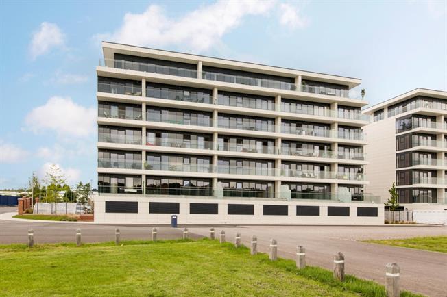 £1,695 per Calendar Month, 3 Bedroom Flat To Rent in Newbury, RG14