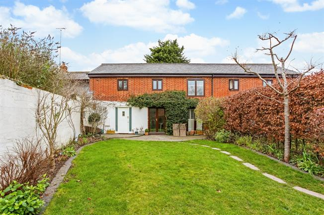 £2,990  per Calendar Month (Calculated), 4 Bedroom House To Rent in Reading, RG8