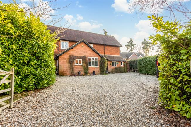 £3,518  per Calendar Month (Calculated), 5 Bedroom Semi Detached House To Rent in Newbury, RG14