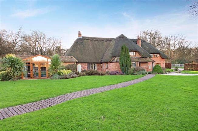 £2,750 per Calendar Month, 4 Bedroom Detached House To Rent in Thatcham, RG19