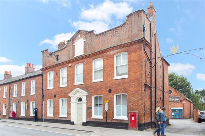 £1,400 per Calendar Month, 2 Bedroom Penthouse To Rent in Newbury, RG14