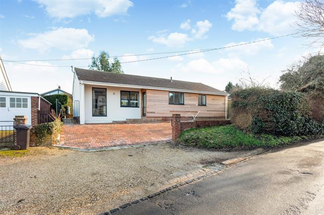 £1,500 per Calendar Month, 4 Bedroom Bungalow To Rent in Hungerford, RG17