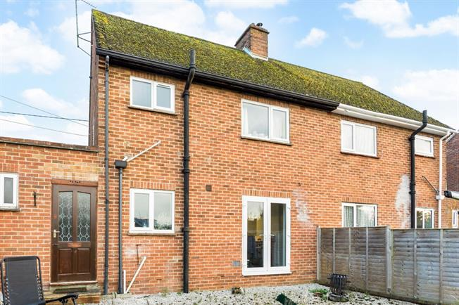 £950 per Calendar Month, 2 Bedroom Semi Detached House To Rent in Thatcham, RG18