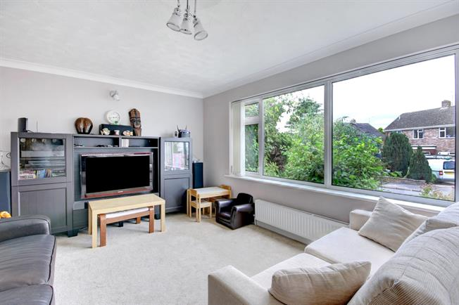 £1,950  per Calendar Month (Calculated), 3 Bedroom Detached House To Rent in Newbury, RG14
