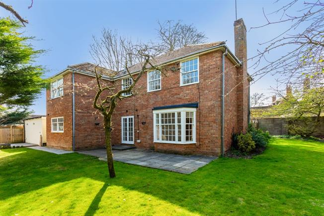 £2,513  per Calendar Month (Calculated), 5 Bedroom Detached House To Rent in Lambourn, RG17