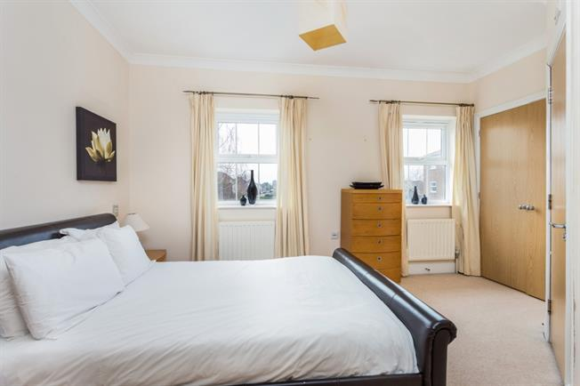 £1,200 per Calendar Month, 3 Bedroom Terraced House To Rent in Newbury, RG14