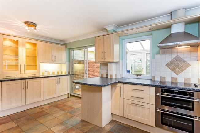 £1,490 per Calendar Month, 4 Bedroom Semi Detached House To Rent in Thatcham, RG18