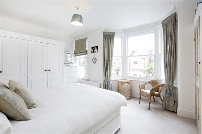 £2,700 per Calendar Month, 4 Bedroom Terraced House To Rent in London, SW18