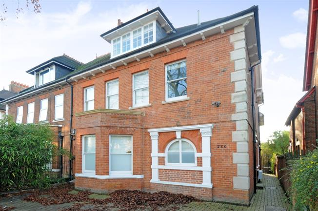 £1,100 per Calendar Month, 1 Bedroom Flat To Rent in Oxford, OX4