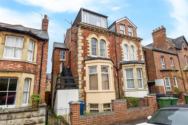 £1,275 per Calendar Month, 2 Bedroom Flat To Rent in Oxford, OX4