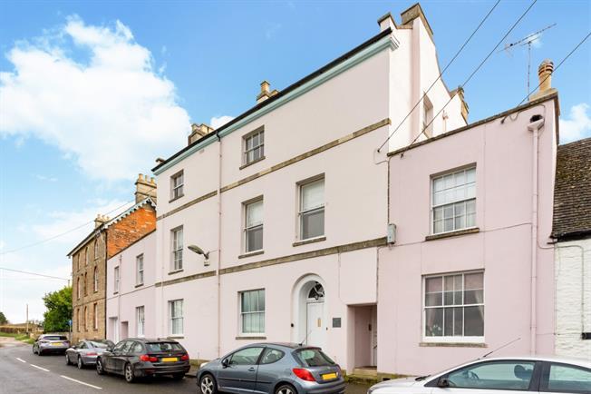 £825 per Calendar Month, 2 Bedroom Apartment To Rent in Faringdon, SN7
