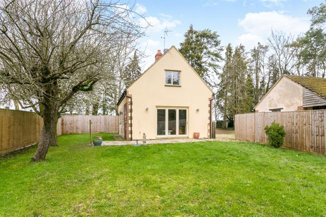 £2,166  per Calendar Month (Calculated), 2 Bedroom Cottage House To Rent in Witney, OX29