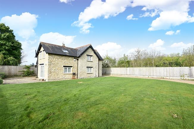 £2,350 per Calendar Month, 4 Bedroom Detached House To Rent in Middleton Stoney, OX25