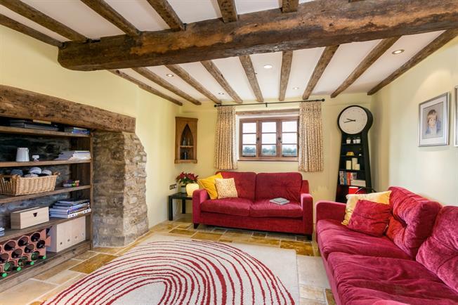 £2,300 per Calendar Month, 5 Bedroom Detached House To Rent in Kidlington, OX5