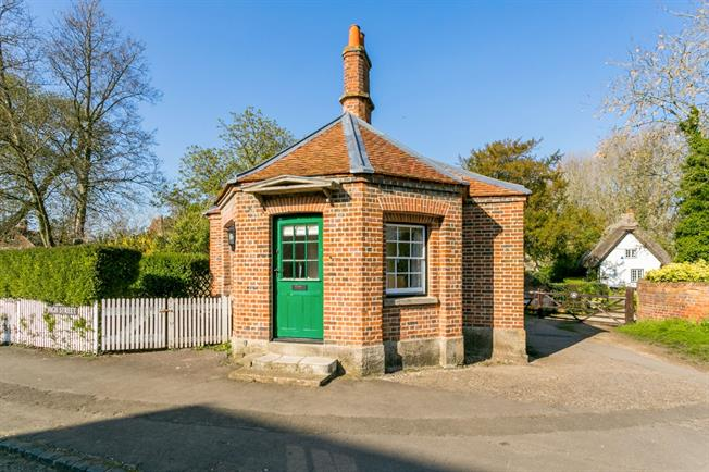 £750 per Calendar Month, Detached House To Rent in Dorchester-On-Thames, OX10