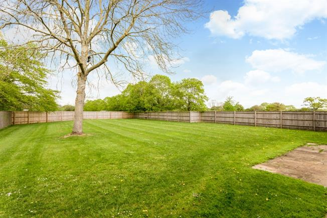 £3,500 per Calendar Month, 4 Bedroom Detached House To Rent in Oakley, HP18