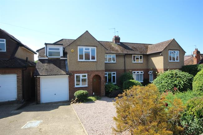 £1,800 per Calendar Month, 3 Bedroom Semi Detached House To Rent in Wheathampstead, AL4