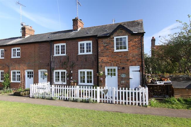 £1,150 per Calendar Month, 3 Bedroom Cottage House To Rent in Kimpton, SG4
