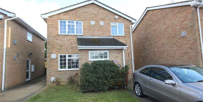 £1,500 per Calendar Month, 4 Bedroom Detached House To Rent in Slip End, LU1