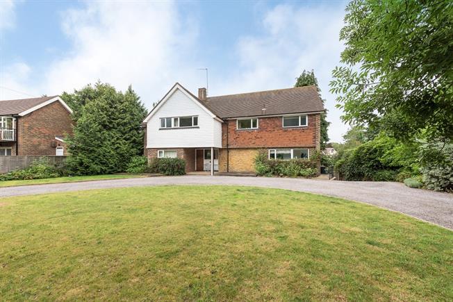 £2,300 per Calendar Month, 5 Bedroom Detached House To Rent in Harpenden, AL5