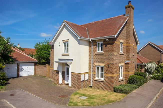 £2,200 per Calendar Month, 4 Bedroom Detached House To Rent in Redbourn, AL3
